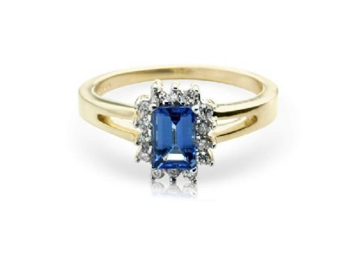 Yellow gold oval tanzanite and diamond cluster ring